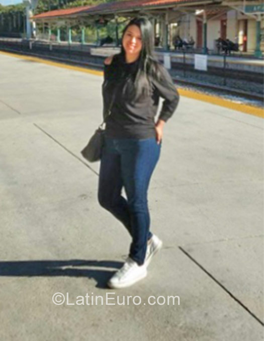 Date this lovely Colombia girl Adriana from Bogota CO22039