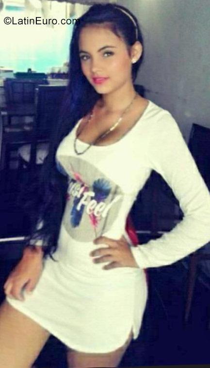 Date this sensual Colombia girl Tatiana from Cali CO22771